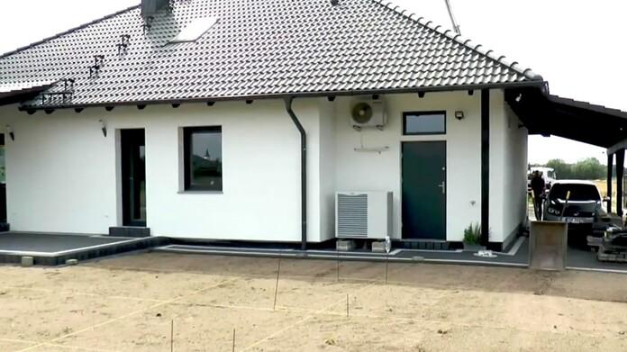 Dom jednorodzinny z pompą powietrzną monoblok